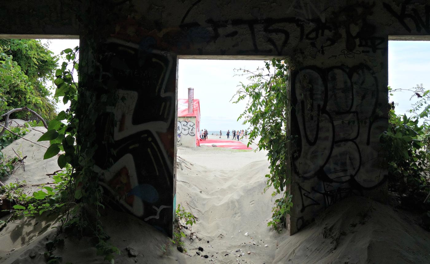 "Installation view of Katharina Grosse's ""Rockaway!"" at Fort Tilden"