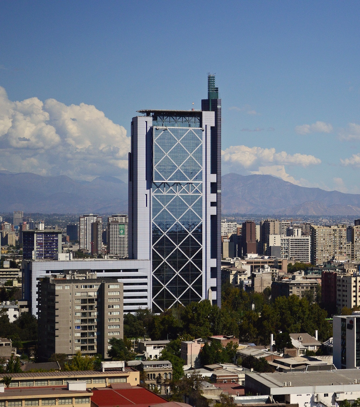 Torre Telefónica in Santiago, Chile (photo by Klausiee/Wikimedia)