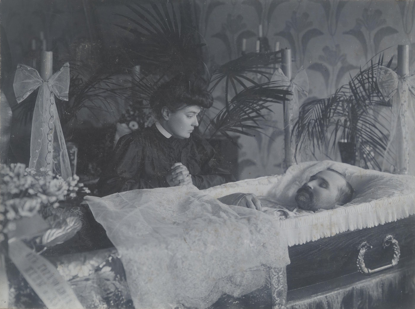 Scene from a funeral by an unknown photographer (c. 1890-1909) (photo courtesy Moscow's Multimedia Art Museum_