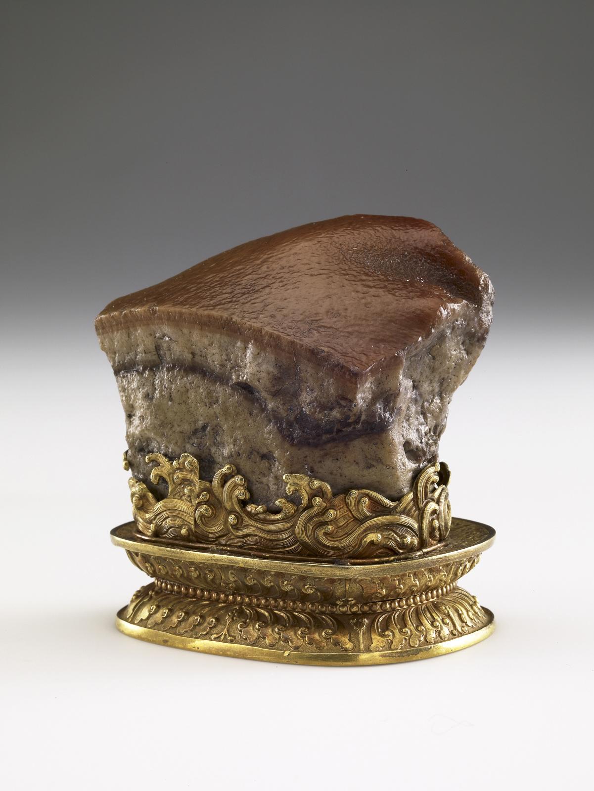 Meat-shaped stone, China, Qing dynasty (1644–1911). Stone: jasper; stand: gold. National Palace Museum, Taipei, Guza 000178 Lü-413. Photograph ©National Palace Museum, Taipei.