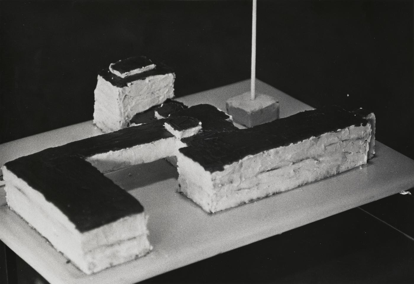 Bauhaus cake_ARCH.0000.653_757443_PR