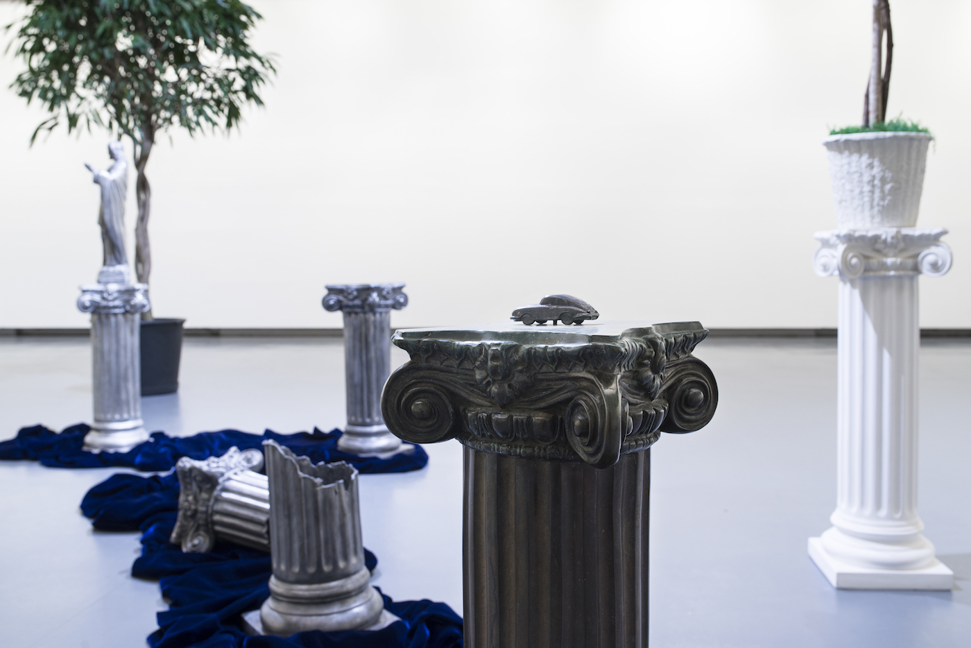 """Lynda Benglis, """"Primary Structures (Paula's Props)"""" (1975) installation view at KODE art museum for Bergen Assembly 2016 (courtesy Cheim & Read, New York; photo by Thor Brødreskift)"""
