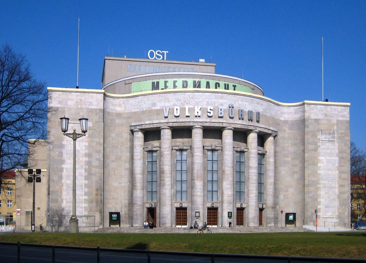 Berlin,_Mitte,_Rosa-Luxemburg-Platz,_Volksbuehne_02