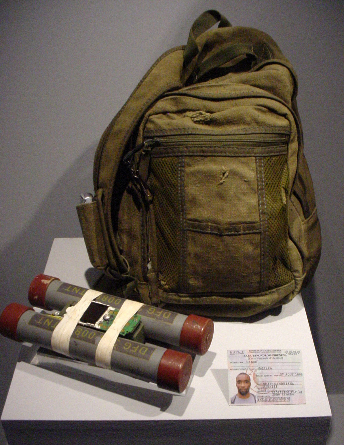 A prop bomb from 'Casino Royale' (2006) (photo by the author for Hyperallergic)