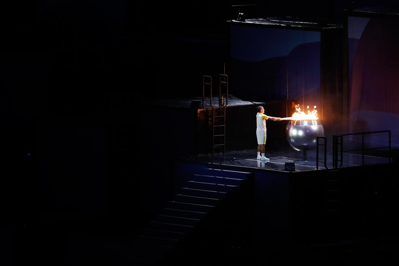 The lighting of the cauldron for the Rio 2016 Olympics (photo via Agência Brasil/Wikimedia)