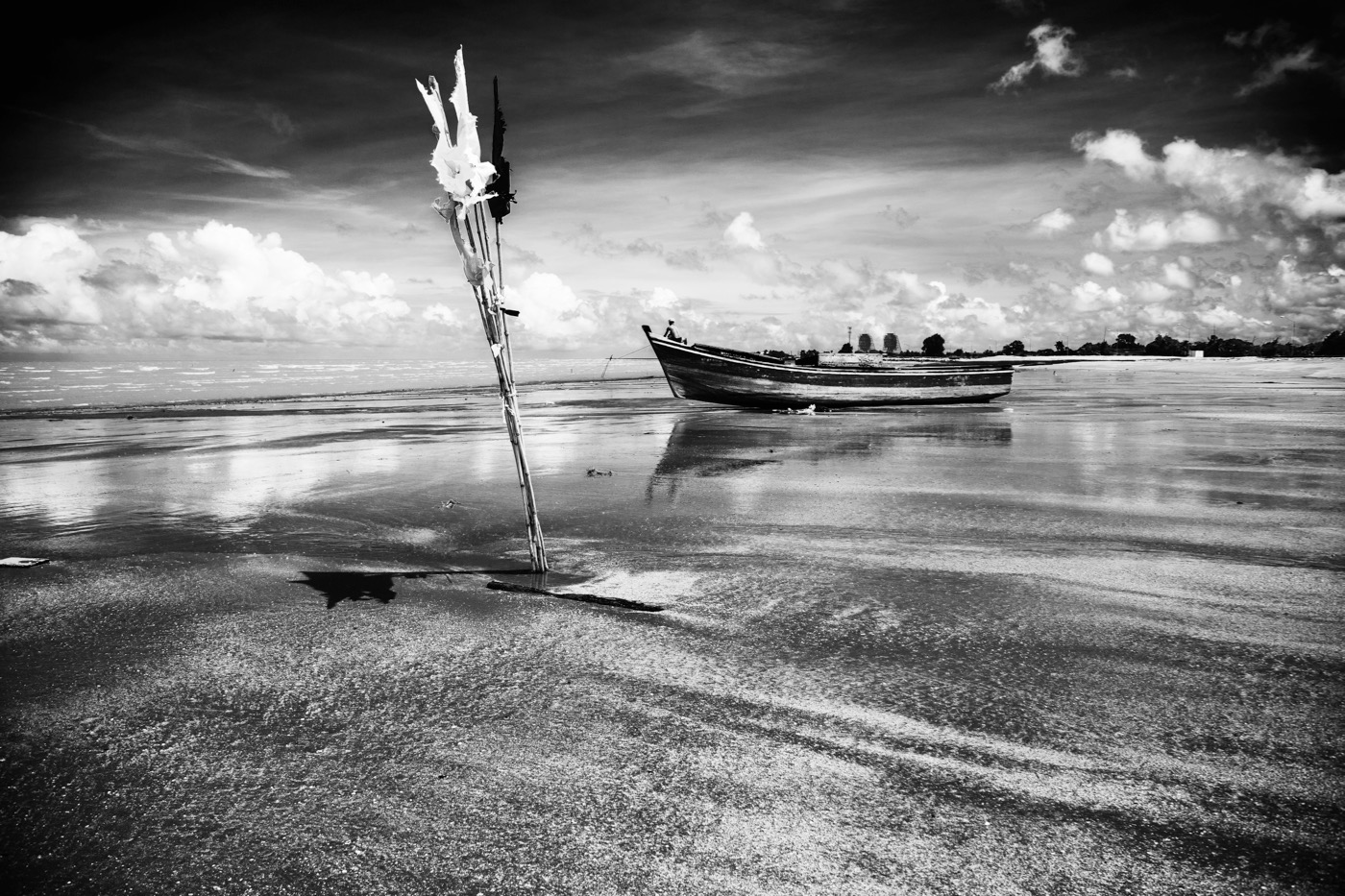 "Michael Lam, ""Seaward Bowline (Kingston, Georgetown, Guyana)"" (2014) from the series 'Oniabo' archival pigment print on canvas, 20 x 30 in. (photo courtesy of the artist)"