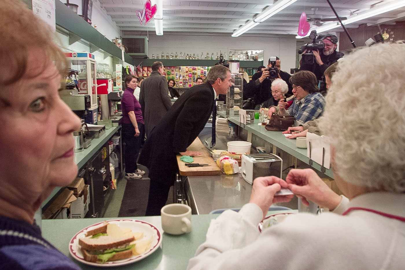 """Stephen Crowley, """"A Diner in Iowa"""" (2000) (© Stephen Crowley / The New York Times)"""
