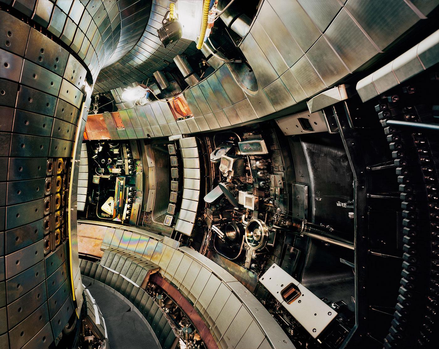 "Thomas Struth, ""Tokamak Asdex Upgrade Interior 2, Max Planck IPP, Garching"" (2009), chromogenic print, 141.6 x 176 cm (© Thomas Struth)"
