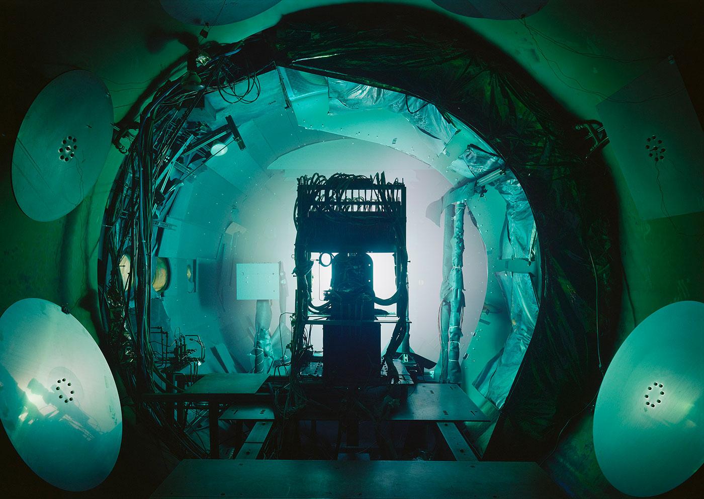 "Thomas Struth, ""Vacuum Chamber, JPL, Pasadena"" (2013), inkjet print, 119.8 x 167.4 cm (© Thomas Struth)"