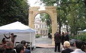 Post image for Slick Replica of Palmyra's Triumphal Arch Arrives in New York, Prompting Questions [UPDATED]