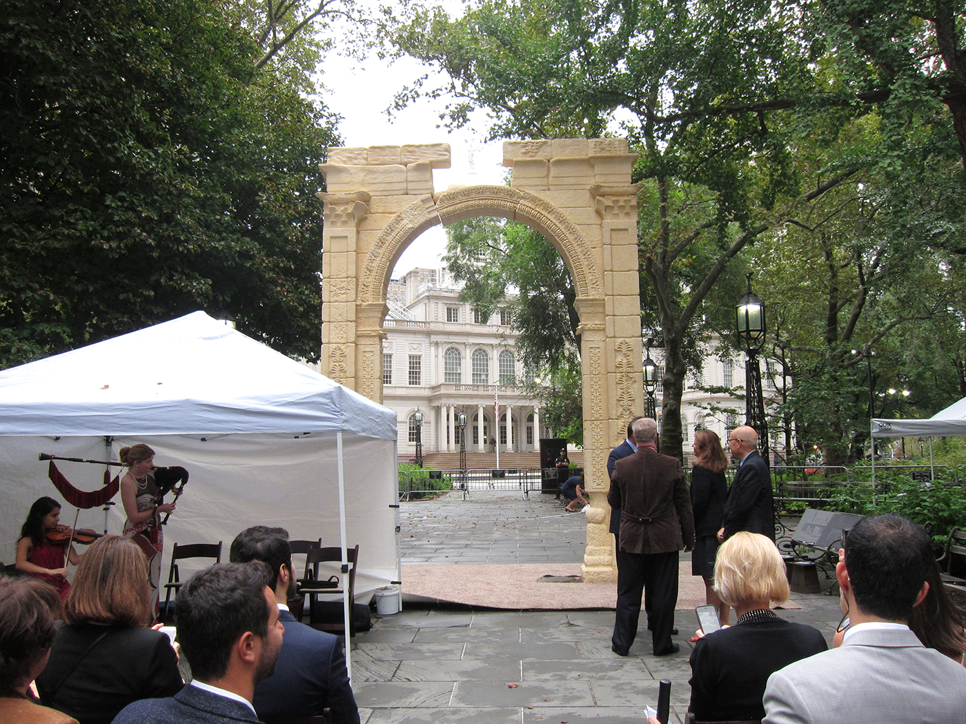 slick replica of palmyra's triumphal arch arrives in new york