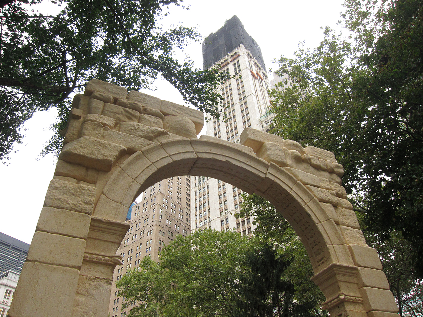 Slick Replica Of Palmyra S Triumphal Arch Arrives In New
