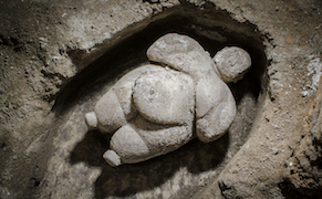 Post image for Archaeologists in Turkey Find Neolithic Female Statuette Intact