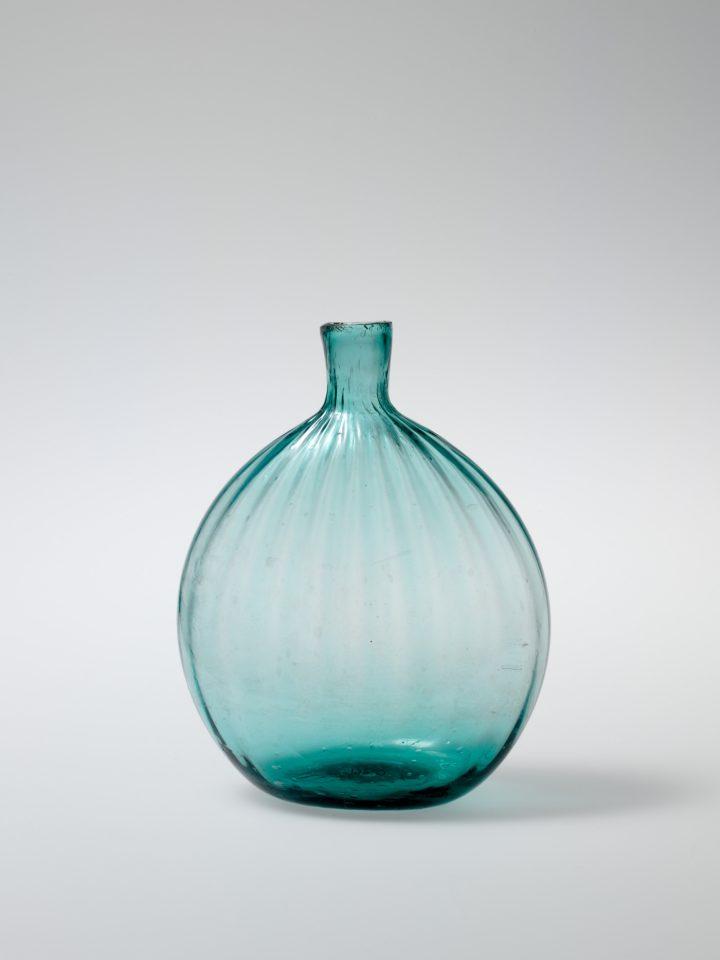 Pocket bottle (1815-40) (© The Metropolitan Museum of Art, New York)