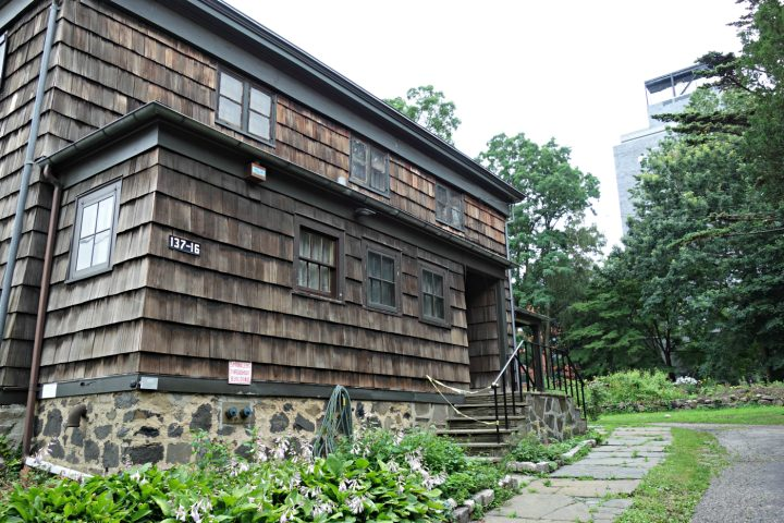 The Old Quaker Meeting House in Flushing, Queens (photo by the author for Hyperallergic)