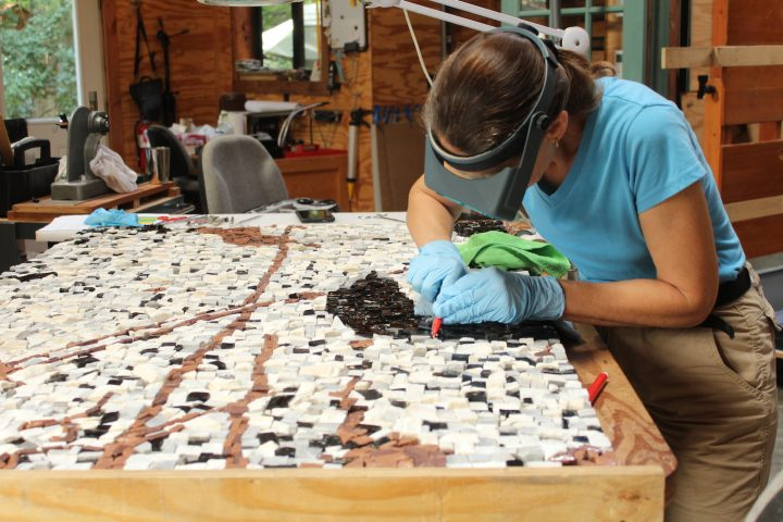 26-cleaning-of-glass-tesserae