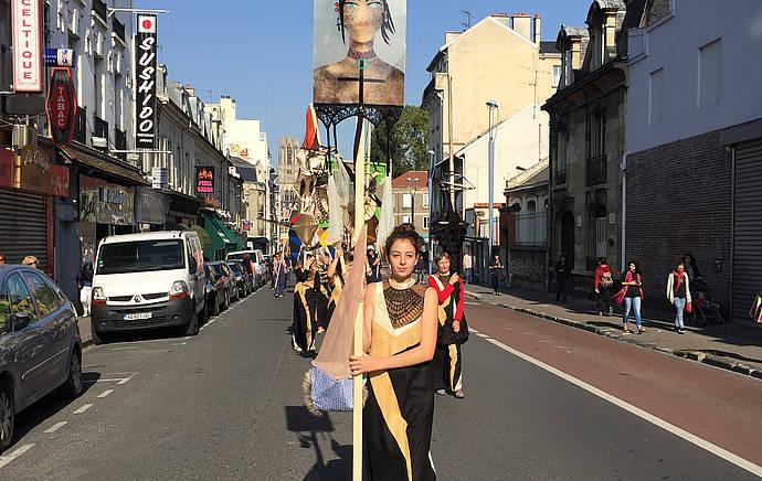 "Lara Schnitger, ""Protest Parade (Suffragette City)"" (2015). FRAC Champagne-Ardenne, Reims, France. (Courtesy the artist, Anton Kern Gallery, New York, FRAC Champagne-Ardenne, via hammer.ucla.edu)"
