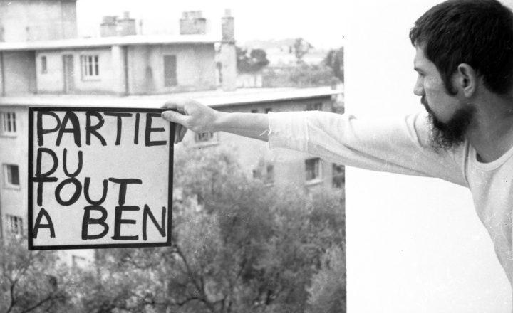 """Ben Vautier, """"Partie du tout à Ben — tout signer"""" (1961), photograph"""