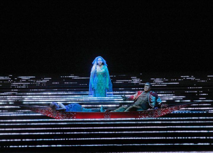 Tamara Mumford as the Pilgrim, Eric Owens as Jaufré Rudel, and Susanna Phillips as Clémence in Kaija Saariaho's <em srcset=