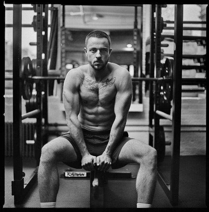 und rechts sehen sie einen bodybuilder