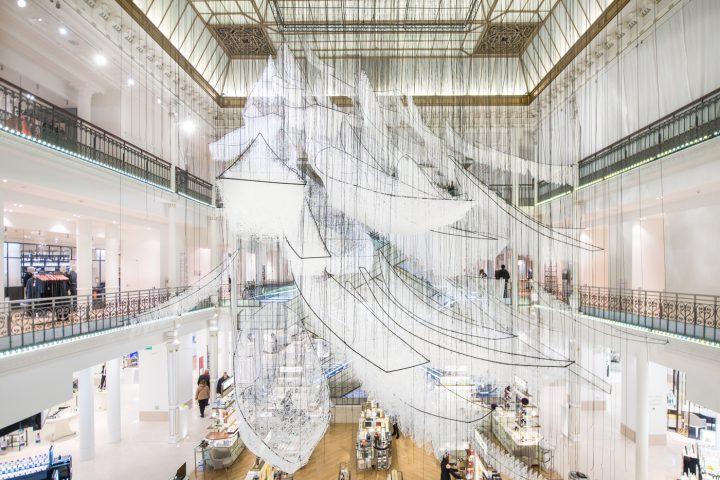Chiharu Shiota, <em>Where are we going?</em> installation view (photo © Gabriel de la Chapelle)