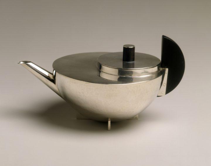 "Marianne Brandt, ""Teapot"" (ca 1924), silver and ebony (© The Metropolitan Museum of Art, Dist. RMN-Grand Palais / image of the MMA / A.D.A.G.P. 2016)"