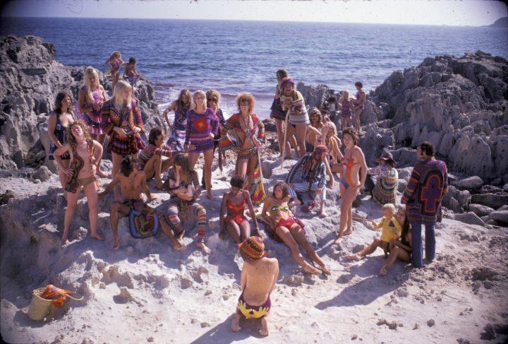 "fcedfaba2a7 ""Hippie Royalty on the Rocks"" (1969) (photo by Karl Ferris"