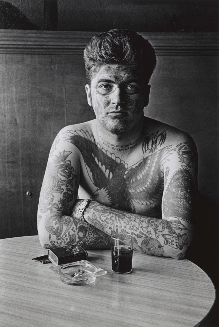 """Diane Arbus, """"Jack Dracula at a bar, New London, Conn."""" (1961) (courtesy The Metropolitan Museum of Art, New York; copyright © The Estate of Diane Arbus, LLC; all rights reserved)"""