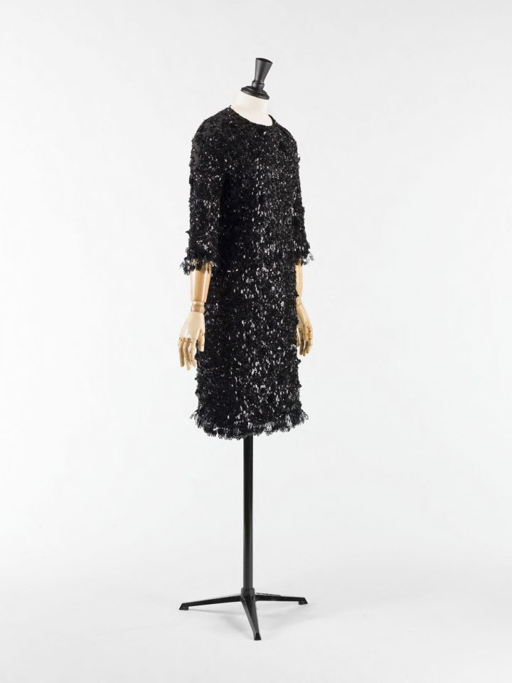 """Cristóbal Balenciaga, """"Cocktail Dress"""" (1967), Cigaline embroidered with plastic sequins and glass beads, collection Palais Galliera (© Julien Vidal / Galliera / Roger-Viollet)"""