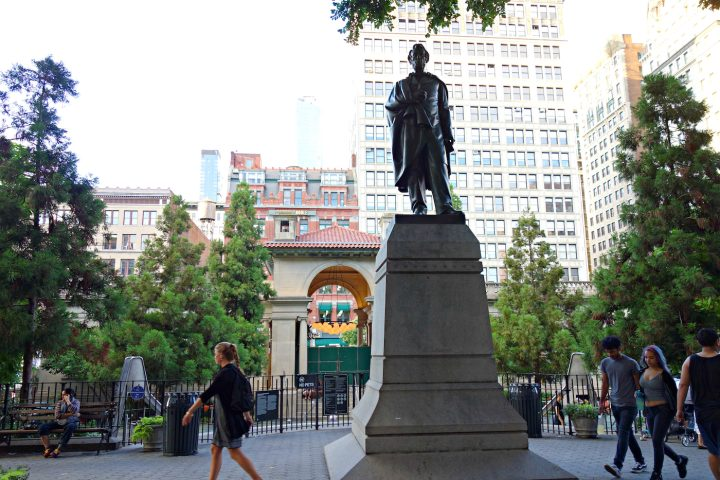 Union Square's statue of Abraham Lincoln, one of the Talking Statues sites (photo by the author for Hyperallergic)