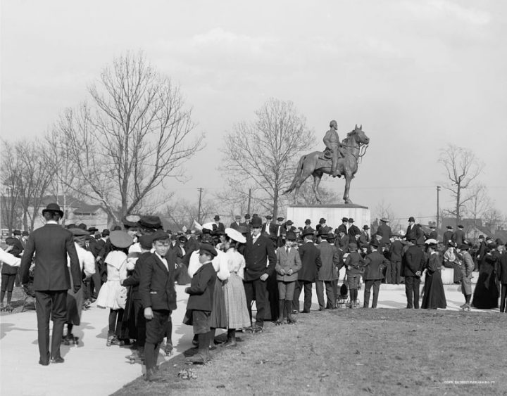 The monument to Nathan Bedford Forrest in 1906 (photo by Detroit Publishing Co., courtesy Library of Congress, via Wikimedia Commons)