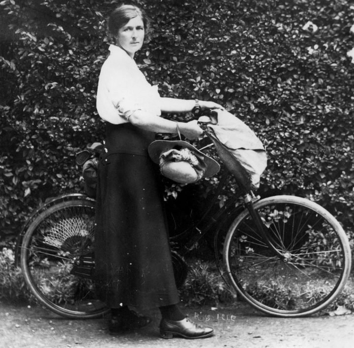 Jessie Traill with her bicycle (via State Library of Queensland/Flickr)