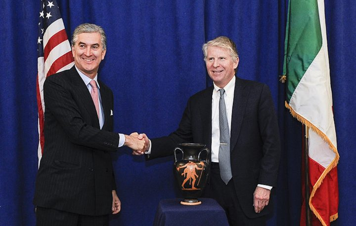 Francesco Genuardi, Consul General of Italy in New York (left) and Manhattan District Attorney Cyrus R. Vance, Jr. (right) during a repatriation ceremony in March 2017 (photo courtesy Manhattan District Attorney's Office)