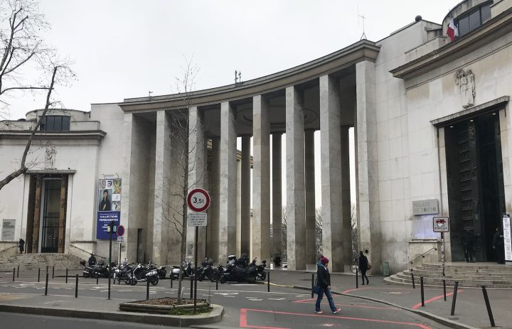 "The proposed future site of Jeff Koons's ""Bouquet of Tulips,"" with the main entrance to the municipal Museum of Modern Art at left and the Palais de Tokyo contemporary art center at right. (photo by the author for Hyperallergic)"
