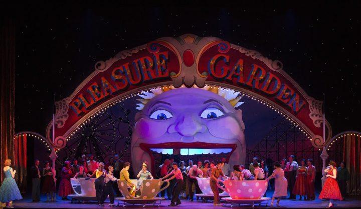 A scene from Act II of Mozart's <em>Così fan tutte</em> (photo by Marty Sohl, courtesy the Metropolitan Opera)