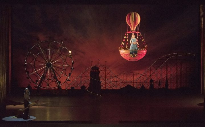 A scene from Act II of Mozart's <em>Così fan tutte</em> (photo by Jonathan Tichler, courtesy the Metropolitan Opera)