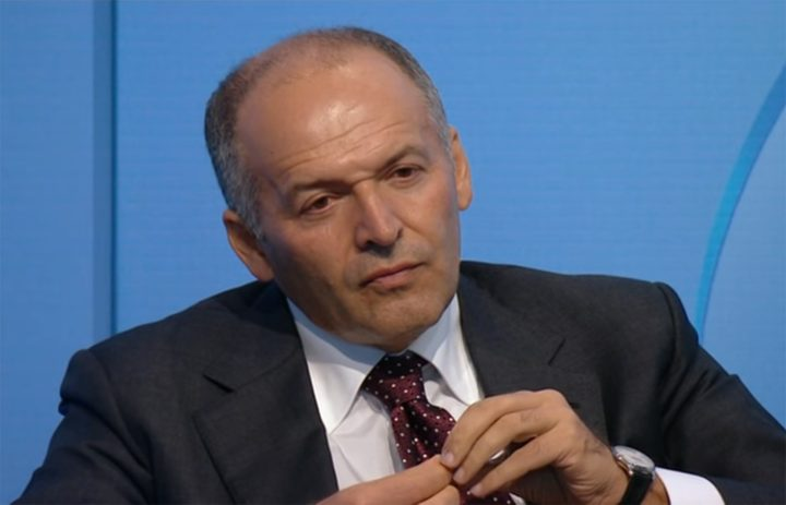 Victor Pinchuk listening to a speech by Donald Trump at the 2015 Yalta European Strategy conference in Kiev (screenshot by the author via YouTube)