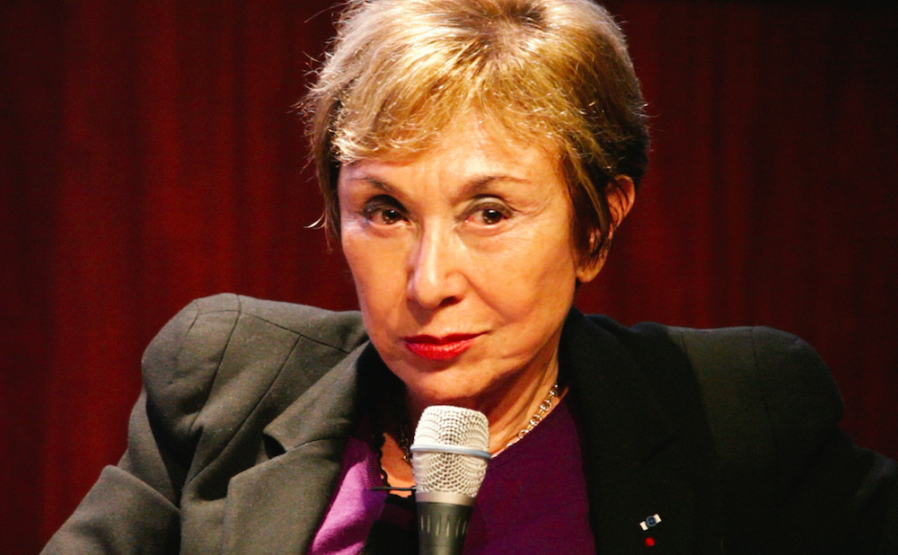 Julia Kristeva speaking at the National Library of France in 2016 (photo by Guiness88, via Wikimedia Commons)