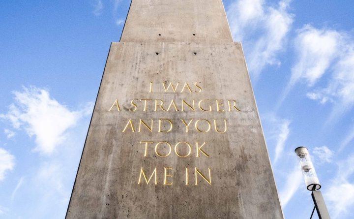"Olu Oguibe, ""Das Fremdlinge und Flüchtlinge Monument"" (""Monument for strangers and refugees,"" 2017), concrete, Königsplatz Kassel (photo by Mathias Voelzke; courtesy Olu Oguibe and KOW, Berlin)"