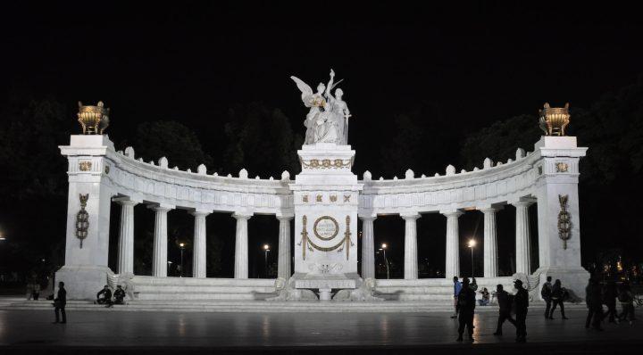 """Hemiciclo a Juárez in Mexico City, where """"Quiero un Presidente"""" will be read on June 30. (photo by Jarekt, via Wikimedia Commons)"""