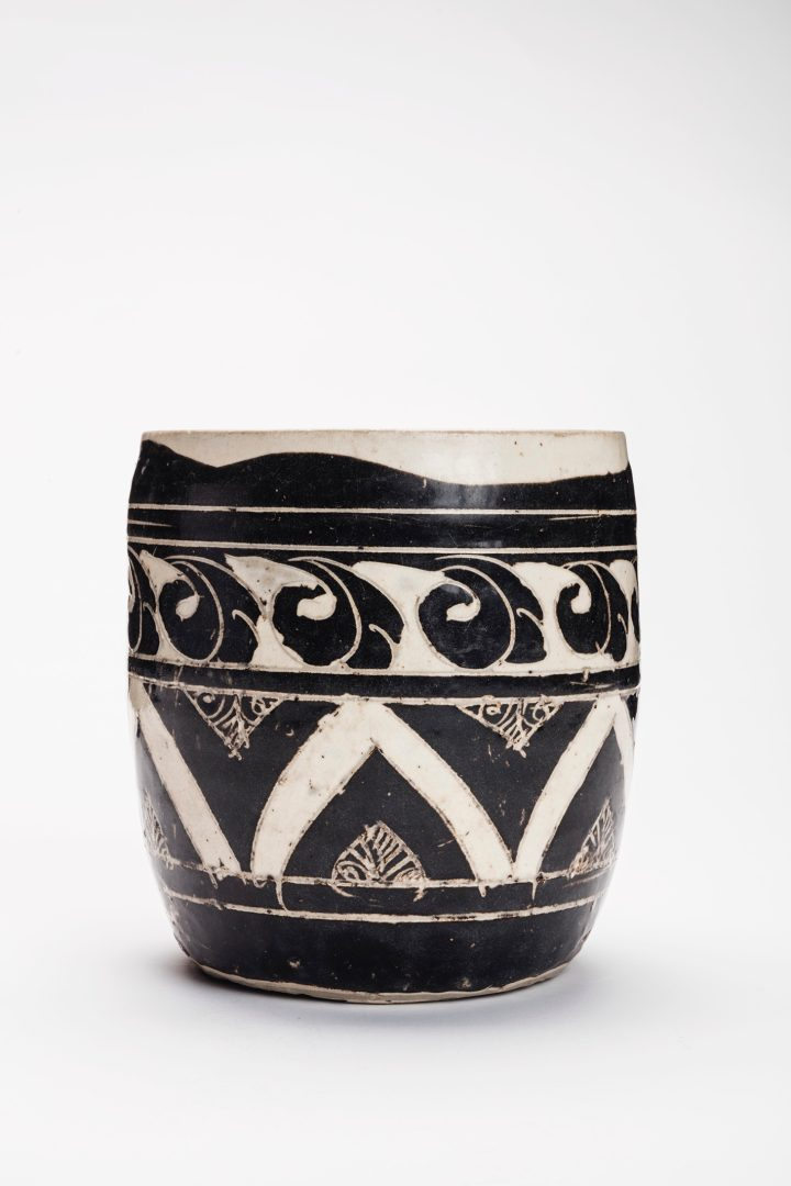 A very rare large Cizhou Sgraffiato jar, Jin Dynasty (1115-1234), 7 inches high, Japanese double wood box inscribed by the renowned scholar Fujio Koyama (image courtesy Christie's)