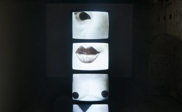 Friederike Pezold, Die neue leibhaftige Zeichensprache (The New Embodied Sign Language), 1973–76, installation view. Four digitized videos. Dimensions variable. 10 minutes each. Hamburger Kunsthalle. Photo: Kyle Knodell