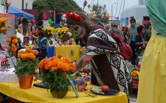 This Día de Los Muertos, Help Create a Beautiful Altar to the Dead
