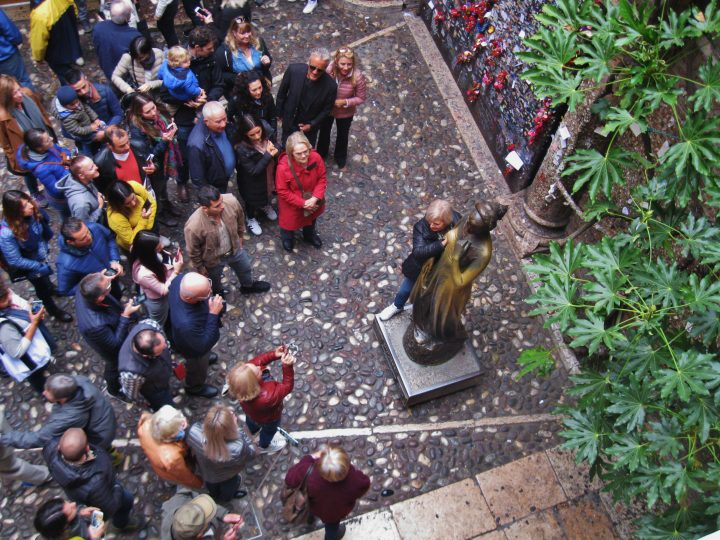 The Peculiar Crowds That Line Up to Touch Juliet's Breast in Verona