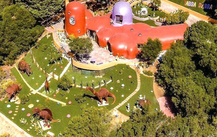 "Owner of California's ""Flintstone House"" Settles Lawsuit Over Dinosaur Sculptures"
